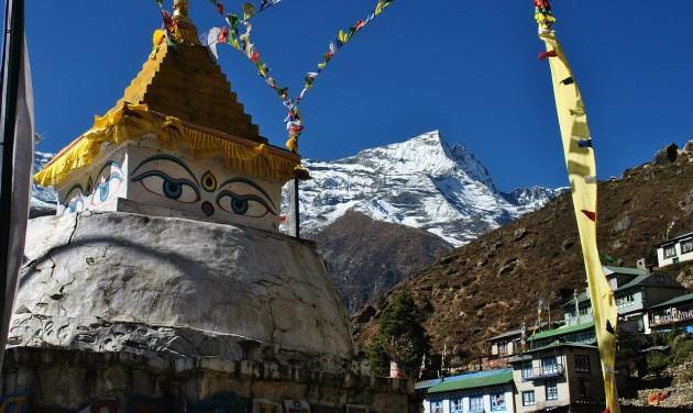 Több száz hegymászó készül a Mount Everestre