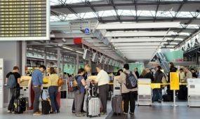 Elfogadták a légi utasok adatainak felhasználását szabályozó új uniós irányelvet