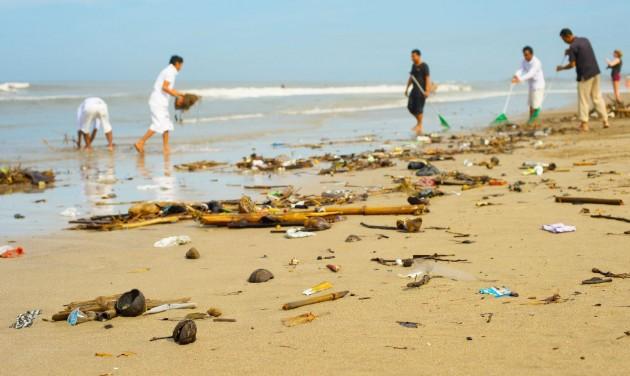 Műanyaghulladékkal árasztotta el Bali strandjait a monszun
