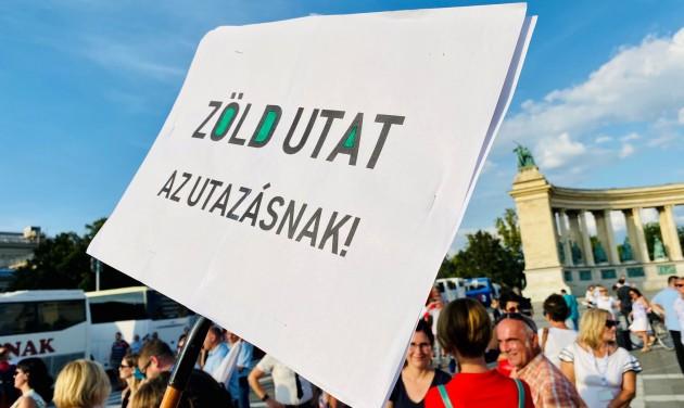 Demonstráció a szakmai érdekképviseletek nélkül