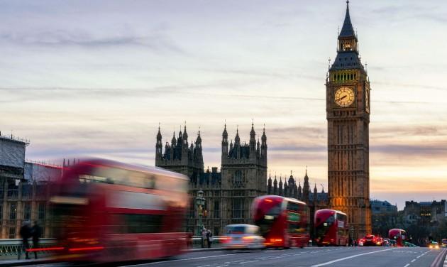 Tovább javult a brit járványhelyzet