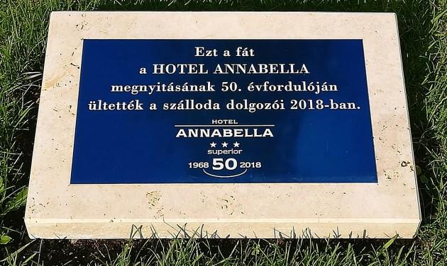Törzsvendégekkel ünnepelte 50. születésnapját a füredi Annabella
