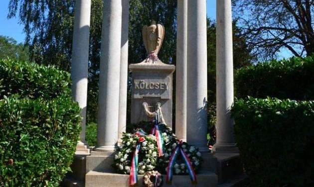 Megújult Kölcsey Ferenc síremléke Szatmárcsekén