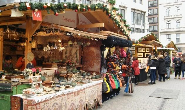 Megnyílt a Karácsonyi Vásár a Vörösmarty téren