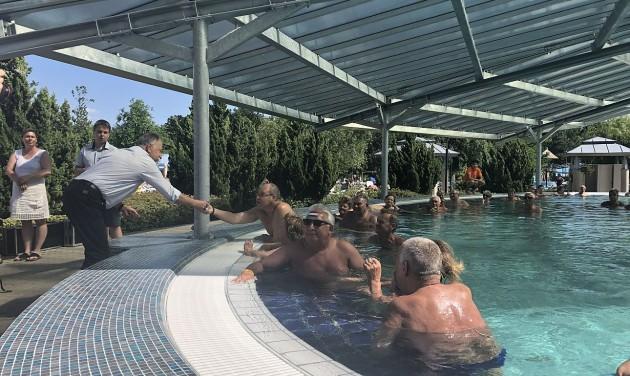 A naptól és az esőtől is védi a vendégeket a sárvári fürdő új beruházása