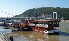Szervezzen programot a  Dock 8A Bar állóhajón