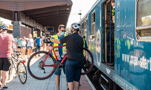 Több mint 1,7 millióan vonatoztak a Balatonra a nyári szezonban