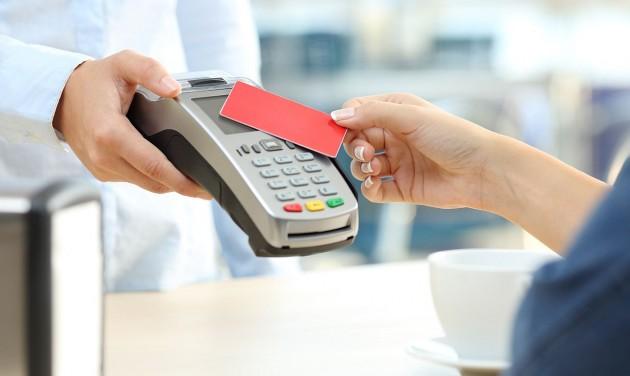 Tizenötezer forintra nő az érintéses fizetések értékhatára