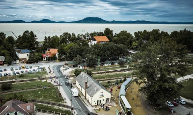 Rekordforgalom a balatonfenyvesi kisvasúton