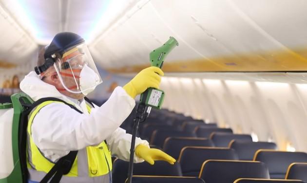 Július elejétől járatai 40 százalékát újraindítja a Ryanair – videó