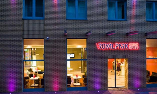 Éjszakai recepciós, Royal Park Boutique Hotel