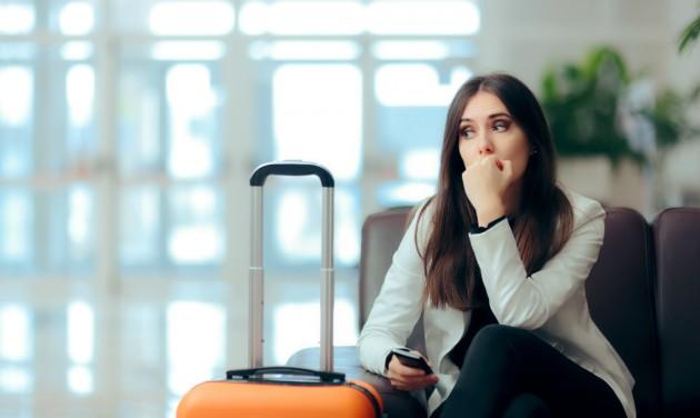 Megnyirbálná a légi utasok jogait egy irányelv-módosítás