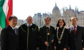 Professor Honoris Causa cím a kínai állami turisztikai hivatal elnökének