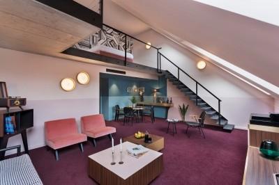 Többféle pozíció, Stories Hotel Budapest