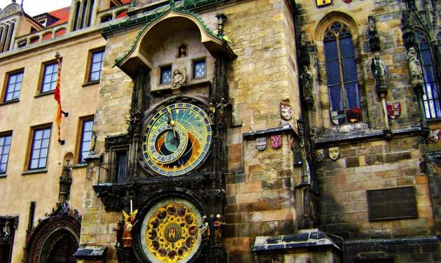 Felújítják a híres prágai csillagászati óra naptárát