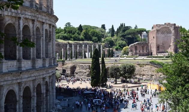 Róma születésnapját az interneten és ágyúszóval ünneplik