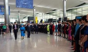 A királynő nyitotta meg az új terminált