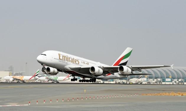 Újból repülnek Amszterdamba az Emirates A380-asai