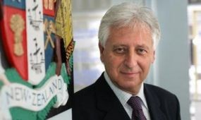Új-Zélandot továbbra is Sárdi Rezső képviseli