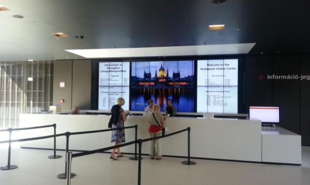 Csendben megnyitott a Parlament új látogatóközpontja