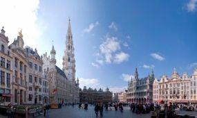 Turistacsalogató telefonokat helyeztek el Brüsszelben
