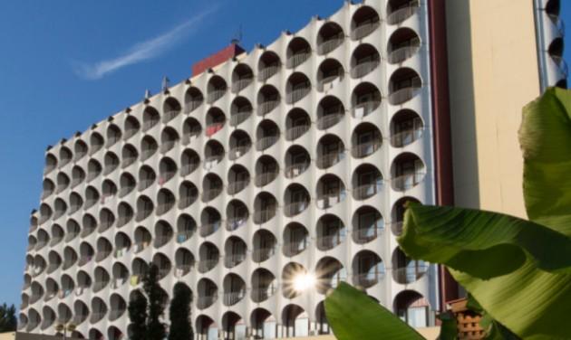 Lakások lesznek a Hotel Ezüstpart szobáiból