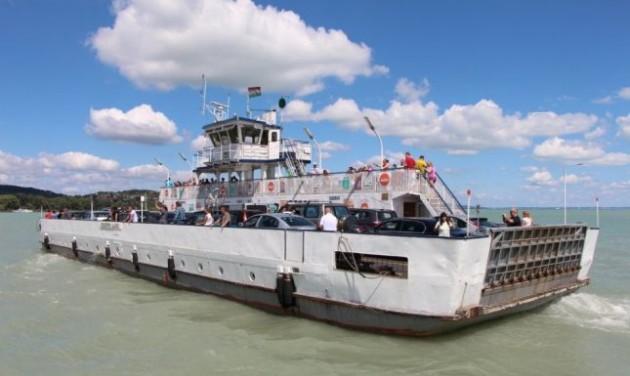 Ünnepi hajózás a Balatonon