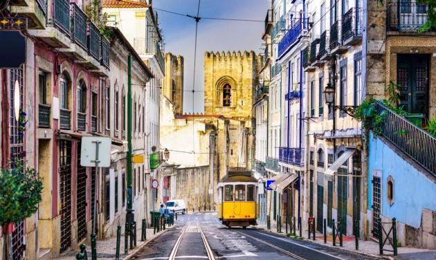 Portugália: Az egészségügyi összeomlástól a négylépcsős nyitásig