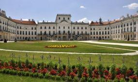 Koncerteket és borfesztivált rendeznek a fertődi Esterházy-kastély kertjében