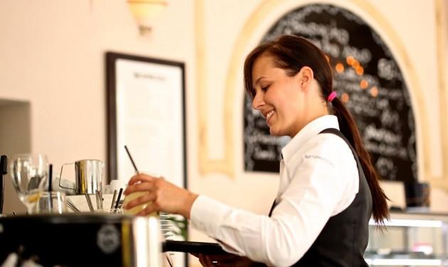Augusztus végéig legalizálhatják Romániában a borravalót