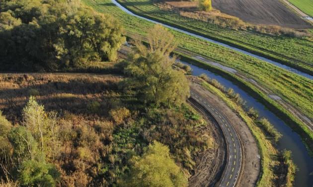 Tatabánya és Tata között vezet az Év Kerékpárútja