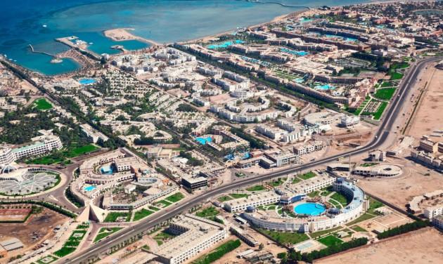 Újra repülhetnek az orosz turisták az egyiptomi üdülőhelyekre