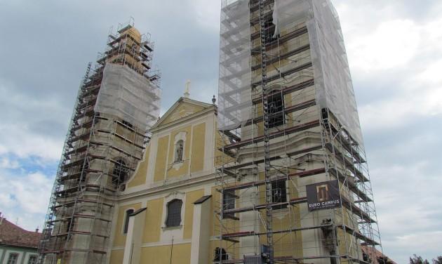 Látványlifttel gazdagszik Gyöngyös legnagyobb temploma