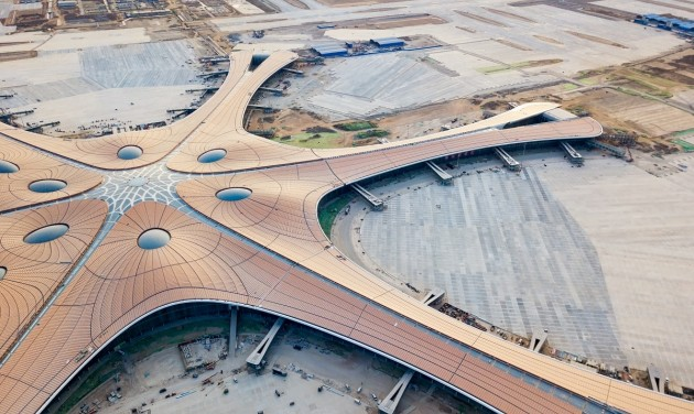 Peking új repterére indított járatot a LOT Varsóból