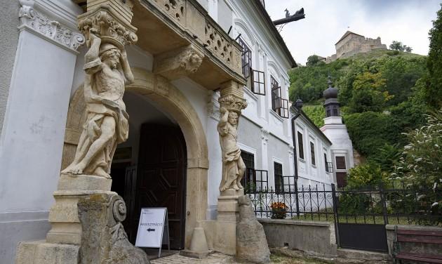 Attrakciókkal telik meg Sümeg püspöki palotája