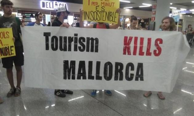 Tiltakozások Mallorcán a turistaáradat ellen