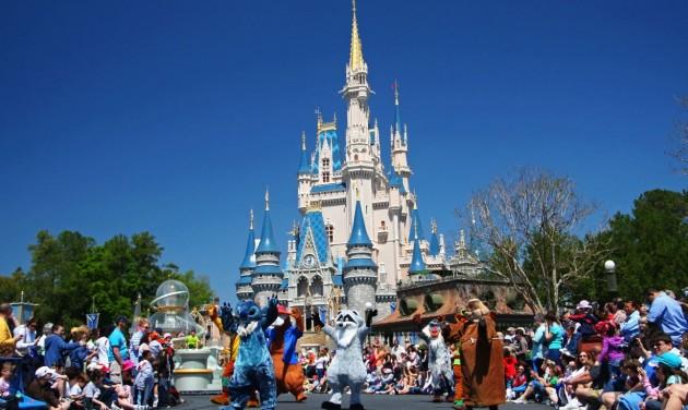 28 ezer dolgozójától válik meg a Disney