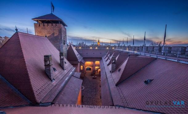 Fényfestés és kiterjesztett valóság – új attrakciók a gyulai várban