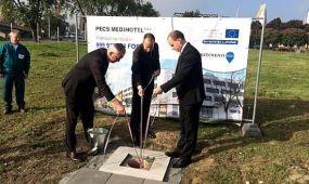 Új hotel alapkövét tették le Pécsett
