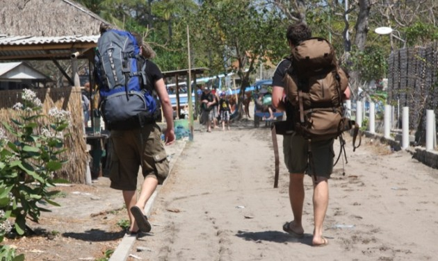 Balinak elege lett a kolduló turistákból