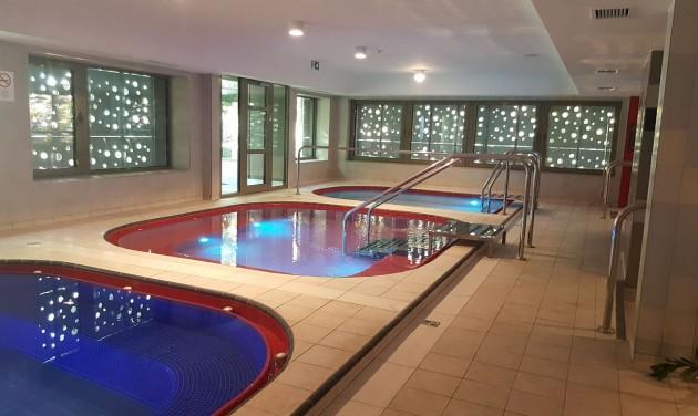 Csillaghegy bath complex opens in Buda after lengthy delay