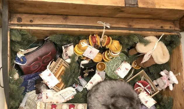 Karácsonyi vásár helyett kézművesek utazóládája a Vörösmarty téren
