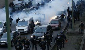 Megbénították Párizst a taxisok