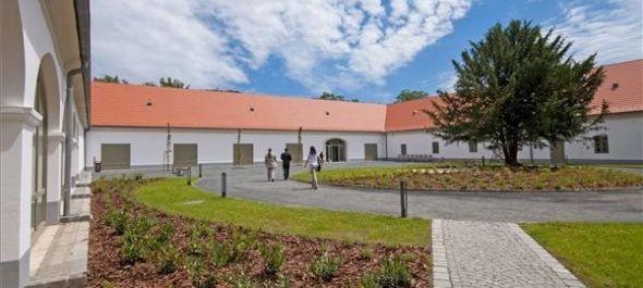 Felavatták Pannonhalmán az Apátsági Major Látogatóközpontot
