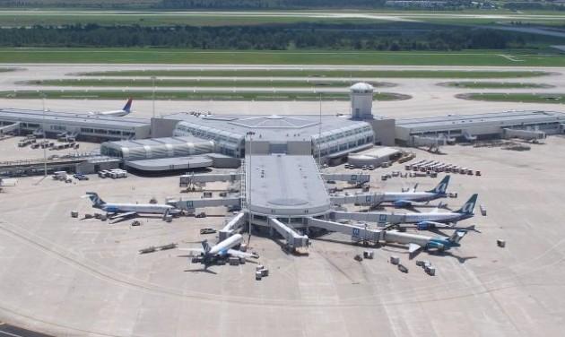 Turistákat evakuálnak a Florida felé tartó gigahurrikán miatt