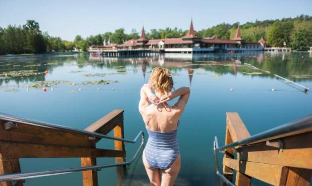 Leállt a Hévíz-Balaton Airport, a tófürdő működik