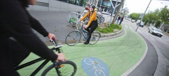 Zöldre festik a kerékpársávokat Bécsben