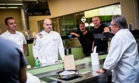 Tréning a követségi szakácsoknak