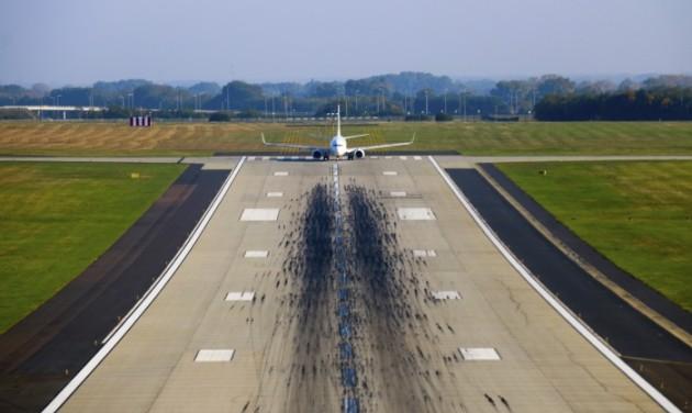 Vizsgálat indult a reptéri futópálya sérülése miatt