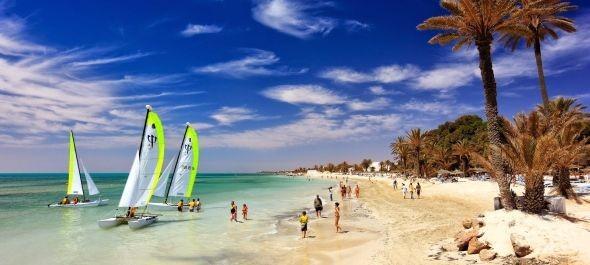 Tunézia: a külügy figyelmeztet, az utaztatók bizakodnak